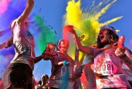 La Moda De Los Polvos Holi diviertete coloreando tu Mundo